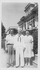Red with his parents 1944